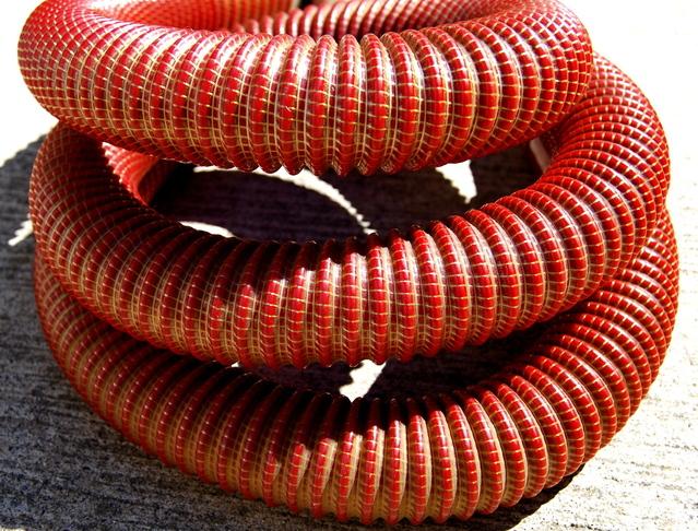červená bazénová hadice