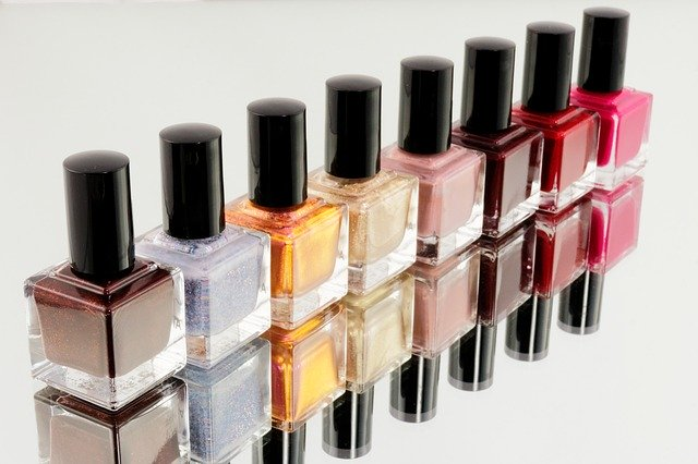 Výrobci kosmetiky si brzy přilepší